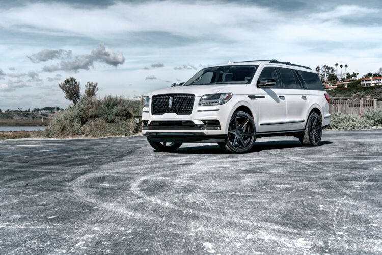 2019 Lincoln Navigator – FT2 Matte Black